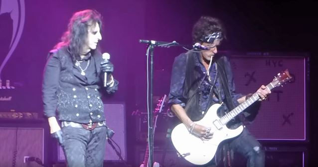 Sofa King Lyrics Alice Cooper Says Joe Perry 'was Not Ready' For Hollywood