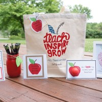 Apple Themed Teacher Gifts + Free Printables