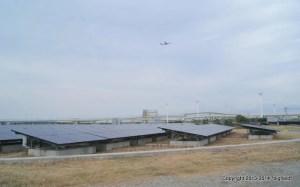 浮島メガソーラーと飛行機