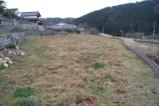 写真3-2 擁壁の崩落個所(北側から)
