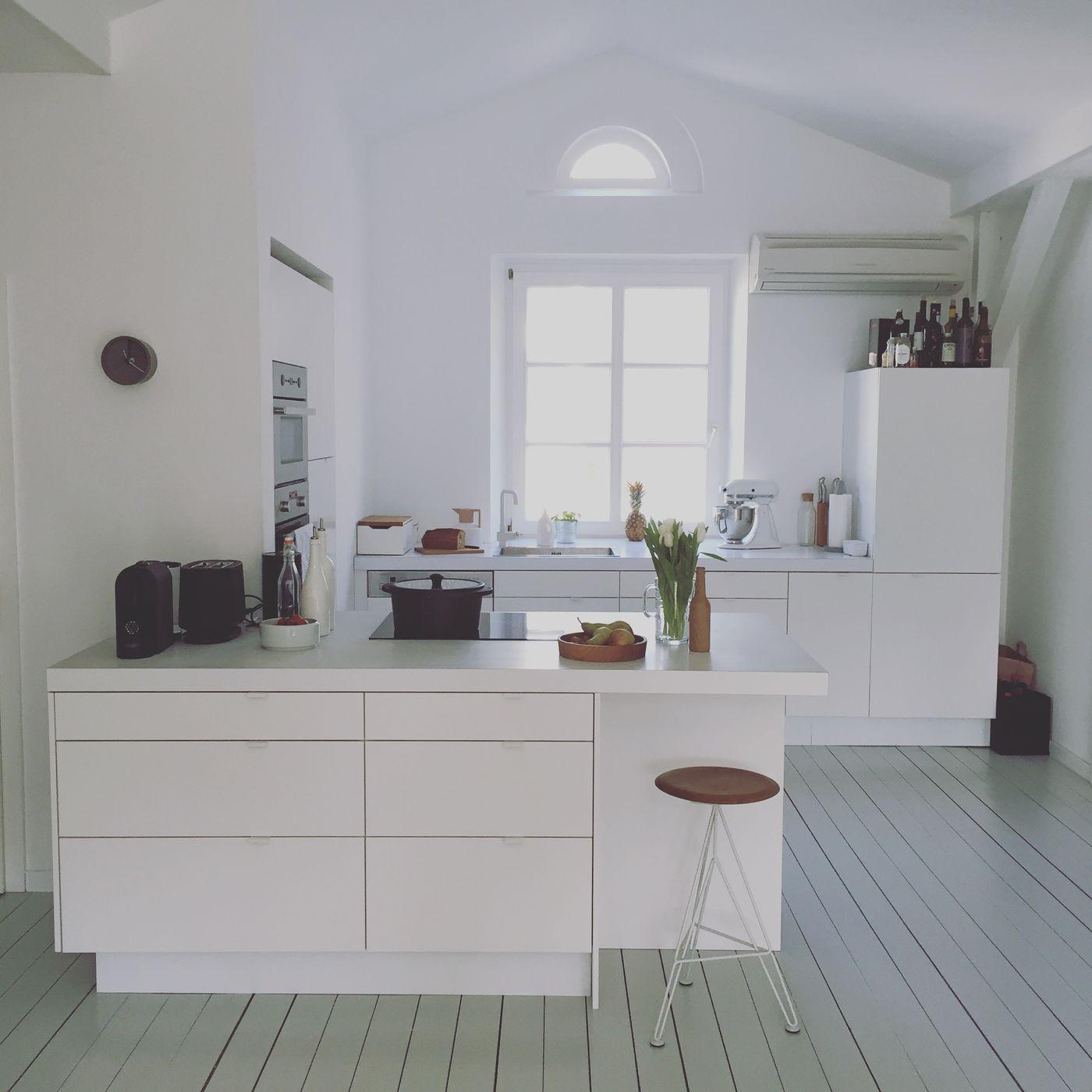 Küche Mit Bar Tresen Theke In Der Küche Holztresen: Kleine Wohnung Offene Küche