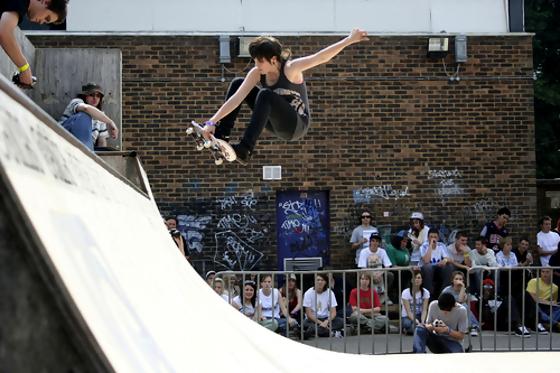girl-skateboard-shred