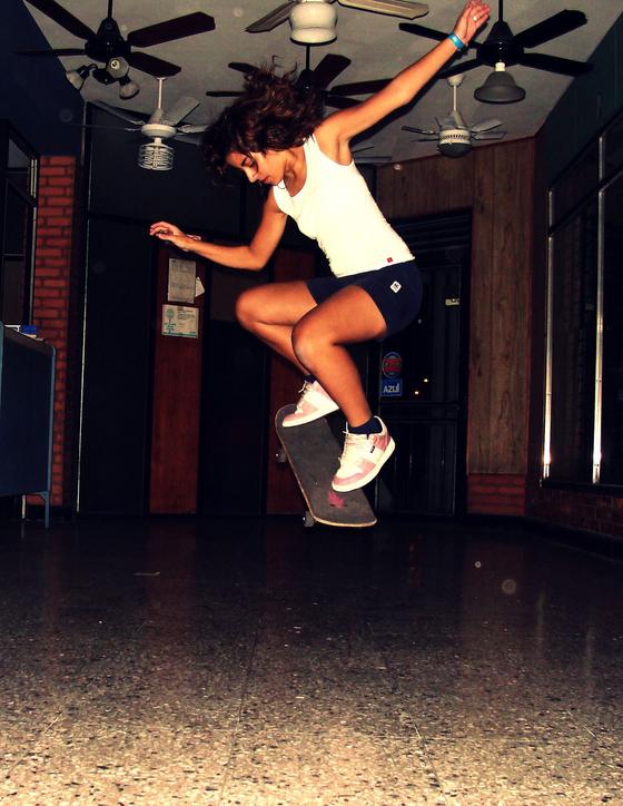 girl_skateboard