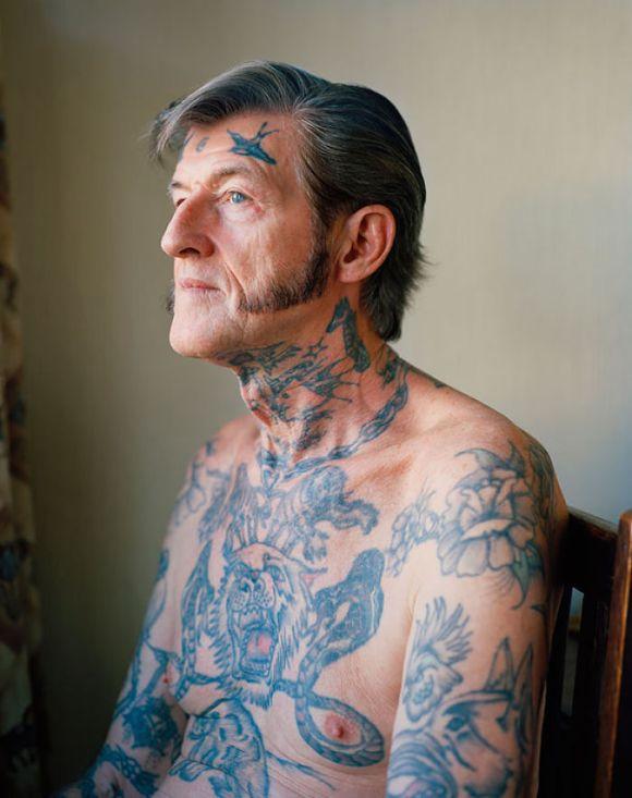 Pessoas mais velhas com tatuagem 1