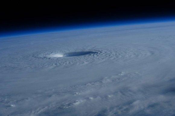 Tufão visto do espaço 8