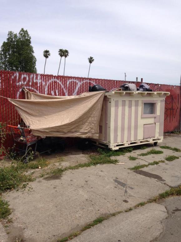 Casas de sucata para moradores de rua 5