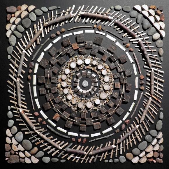 Mandalas de madeira e pedras 9