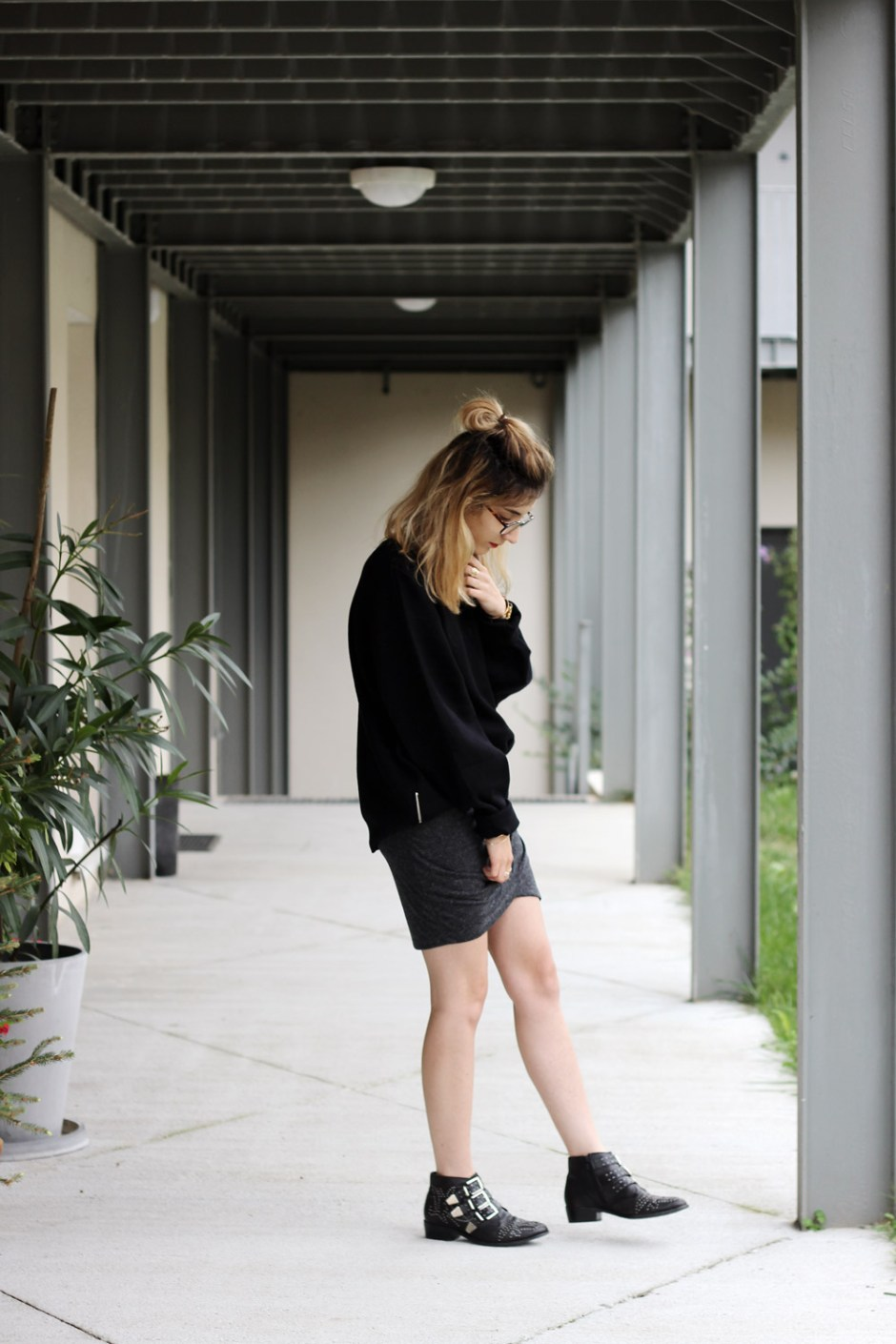 blog-mode-sweat-maille-jupe-croisee-bottines-cloutees