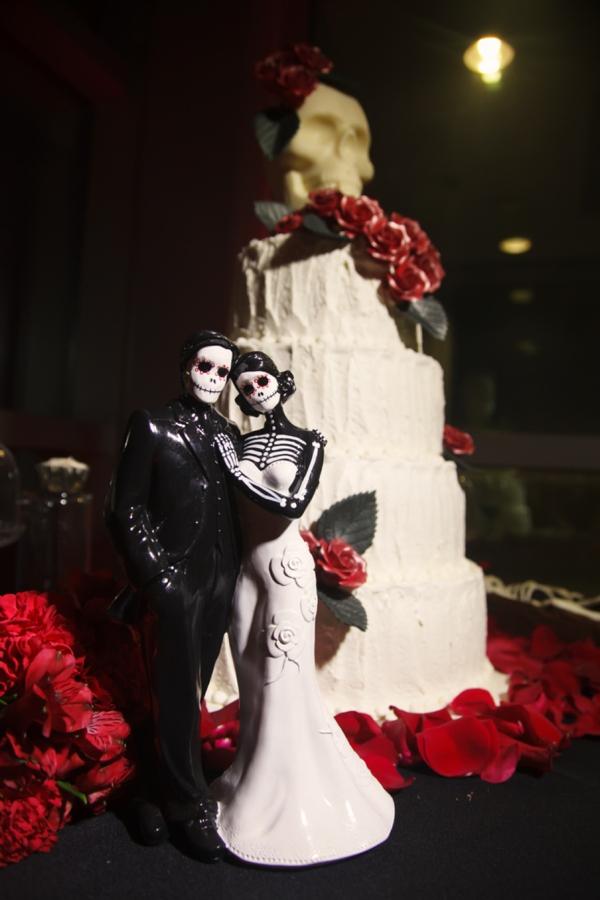 ST_Carrie_Wildes_Photography_halloween_wedding_0039.jpg