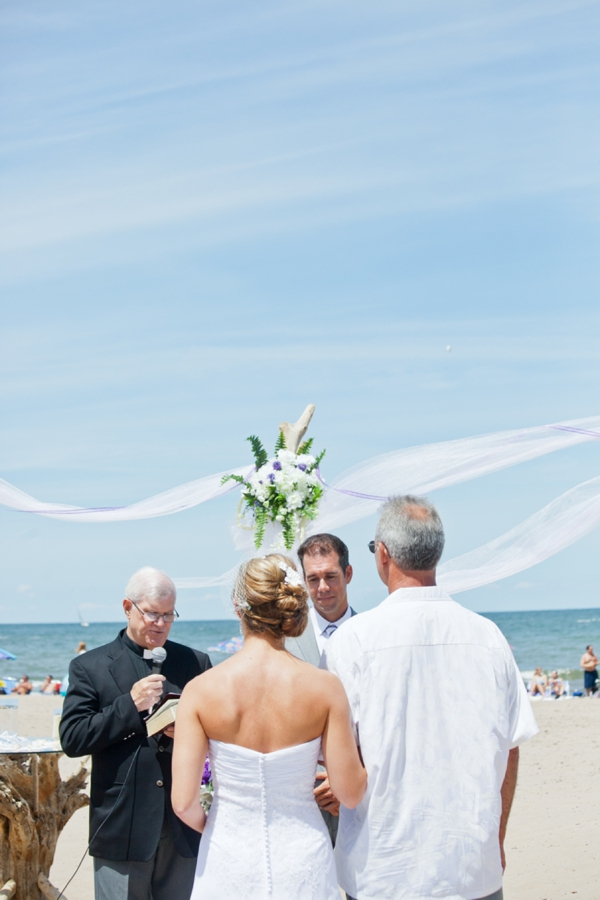 SomethingTurquoise_DIY_beach_wedding_Kristen_Nicole_Photography_0014.jpg