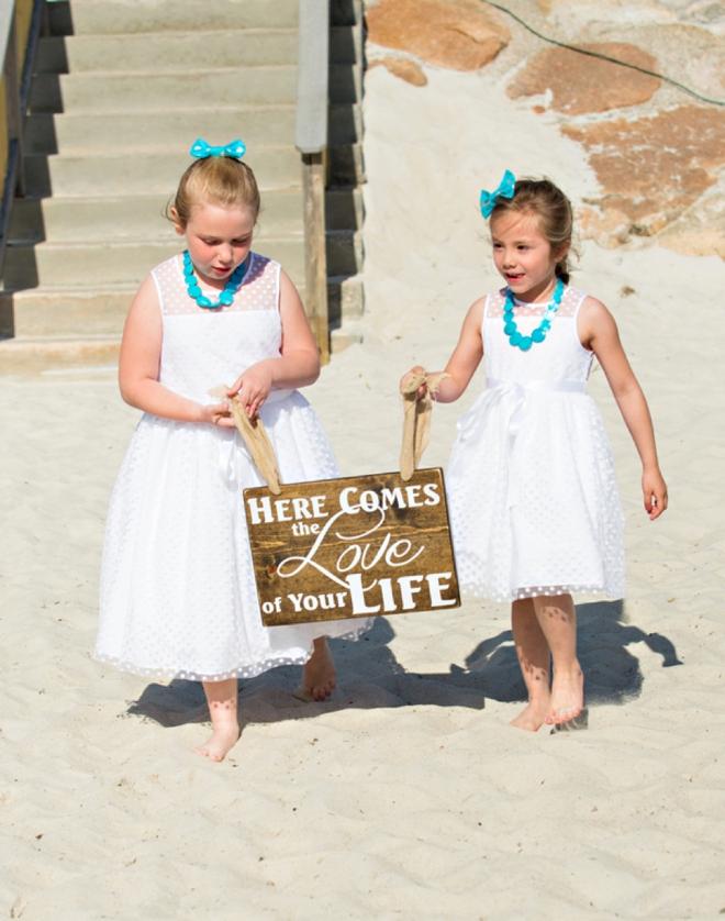 Darling beach flower girls...