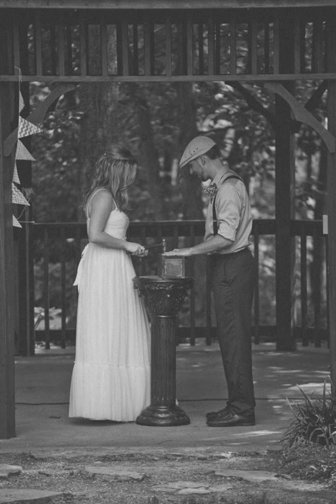 Sealing a wedding wine box