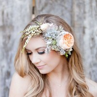 Awesome wedding hair tips for wearing flower crowns!