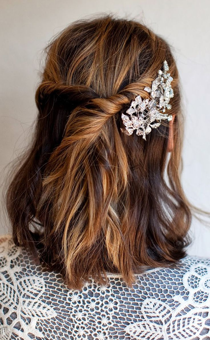 Beautiful half-up hairstyle for short hair!
