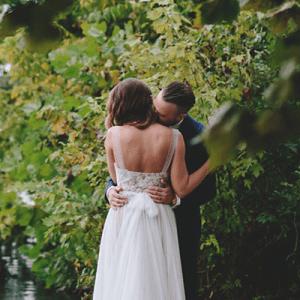We LOVE this gorgeous backyard lakeside DIY wedding!