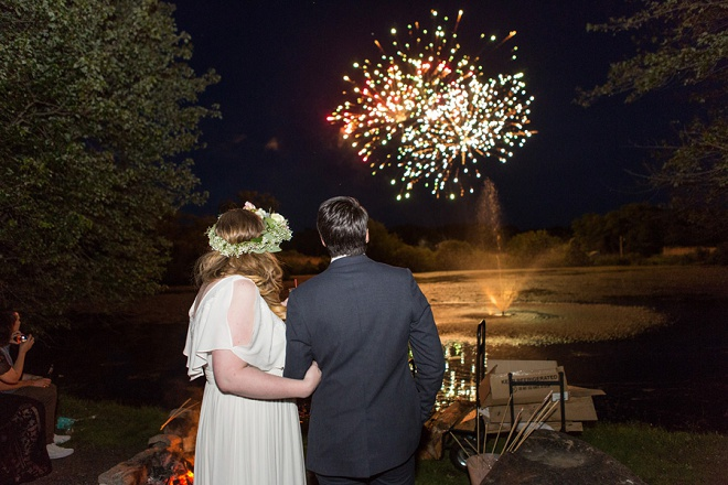 How fun are this couple's firework exit?! Love!