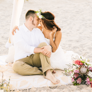 We're in love with this gorgeous beach anniversary!