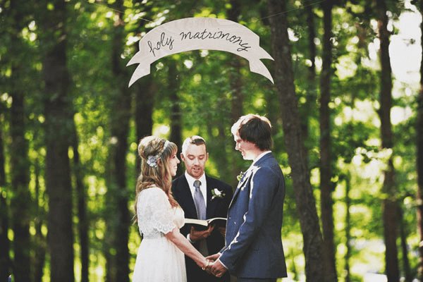 We love this super cute and simplistic forest backdrop and signage!