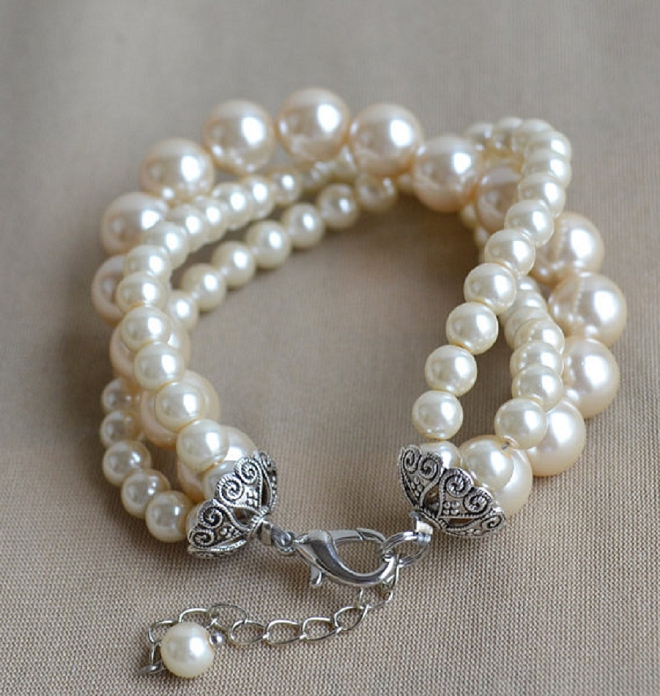 We love the classic look of pearls on your wedding day!
