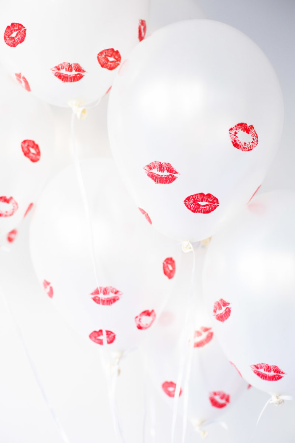 How darling are these kissed balloons for your bachelor party!