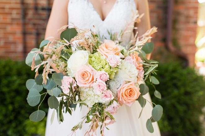 In LOVE with this Bride's STUNNING bouquet!