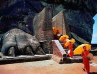Sigiriya-entrance-lion-paws-2