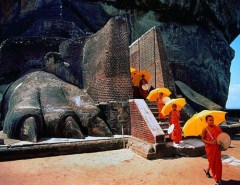 Sigiriya-entrance-lion-paws-2