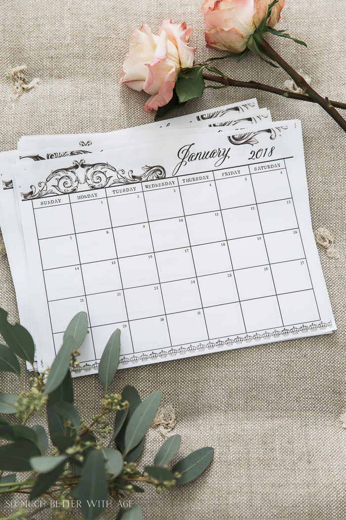 Free 2018 Monthly Calendar Printable in French Vintage Design So