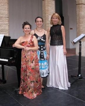2012'VI'9. Alzira (Valencia). 'Procesión' por Consuelo Hueso y Marina Zhidkova - con las intérpretes