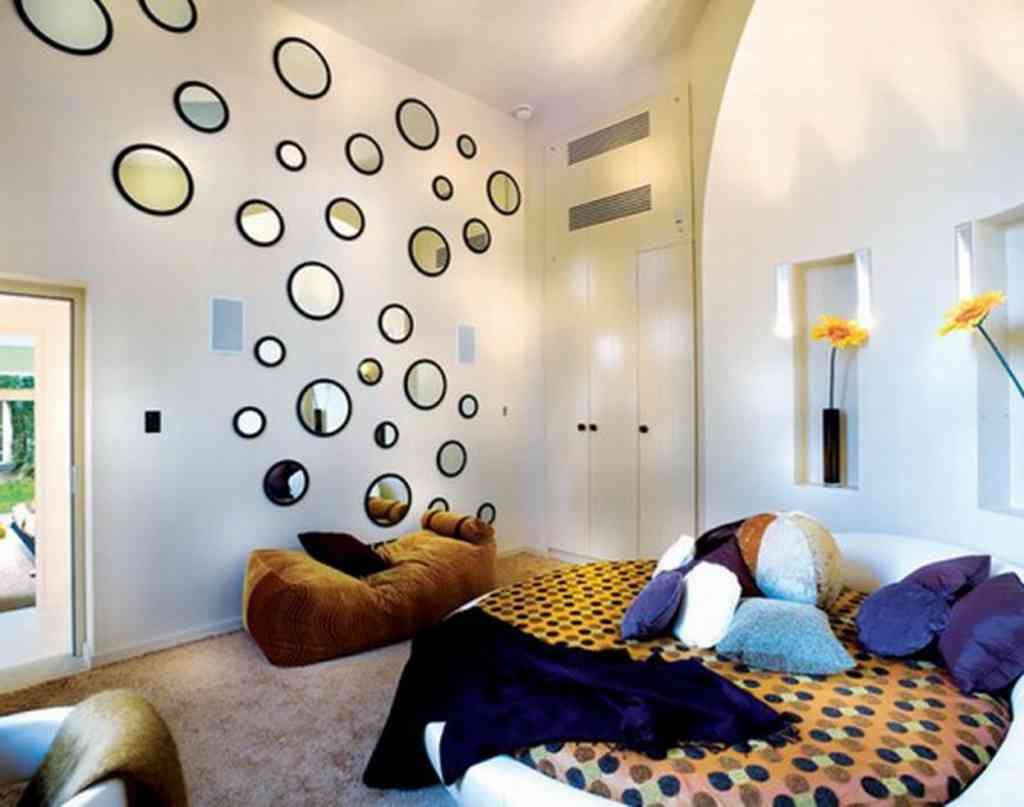 Como Decorar Una Pared Con Fotos 7 Ways Mirrors Can Make Any Room Look Bigger