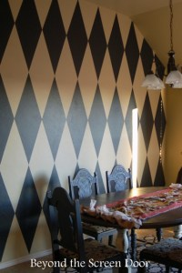 How to Paint a Harlequin Diamond Wall - Sonya Hamilton Designs