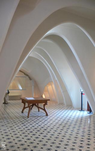 Car Interior Wallpaper Casa Batll 243 Attic Grenier De La Casa Batll 243 Sophie S Maze
