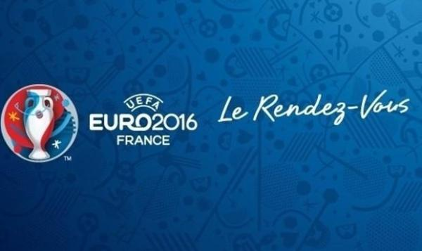 UEFA EURO 2016 - GRAND SHOW - LES SUPPORTERS ILLUMINERONT LA TOUR EIFFEL