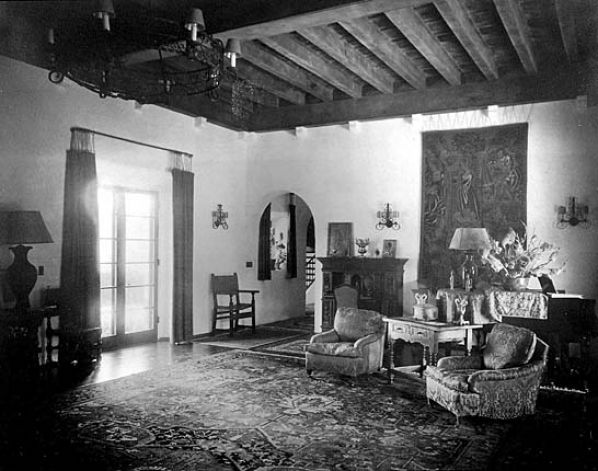 Little guide to 1920s spanish revival homes soulful abode - Interior design jobs in california ...