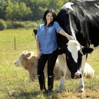 VEGAN OF THE MONTH: TRACEY STEWART