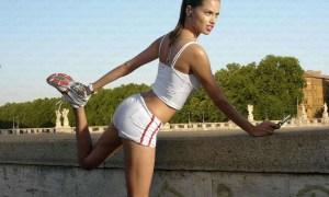 adriana_lima_models_earphones_running_jogging_1024x927_wallpaper_Wallpaper_1024x927_www.wallpaperswa.com (1)