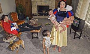fallen-princesses-Dina_Goldstein_Felices_para_siempre_