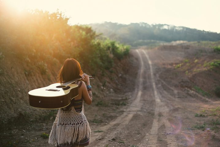woman-carrying-guitar