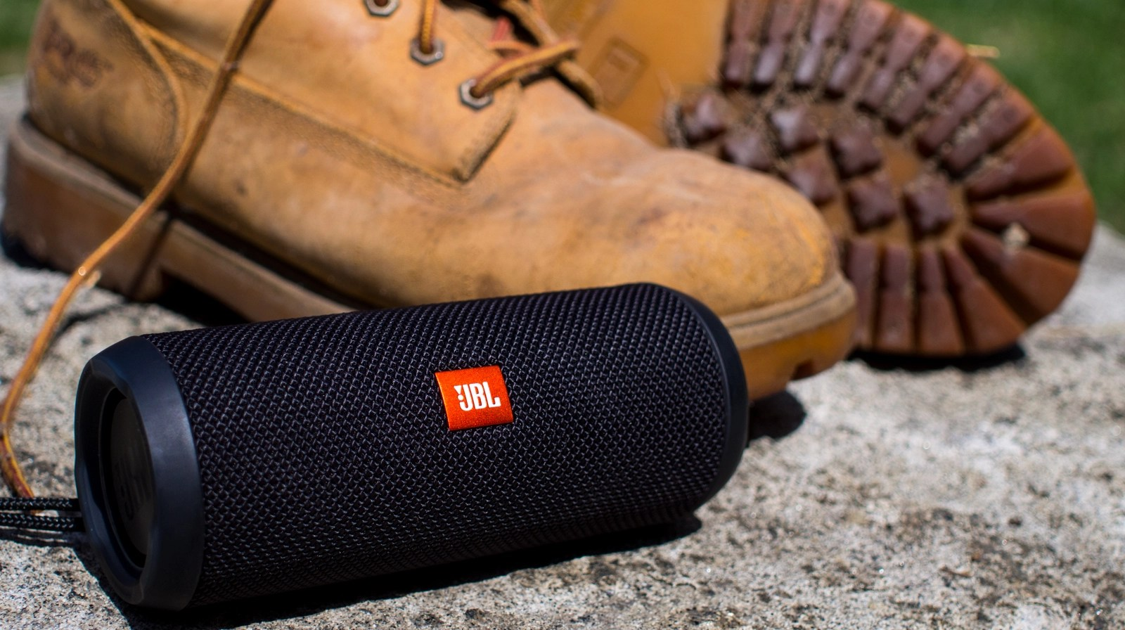 Jbl Charge3 Jbl Flip 3 Vs Jbl Charge 3which Should You Buy Soundguys