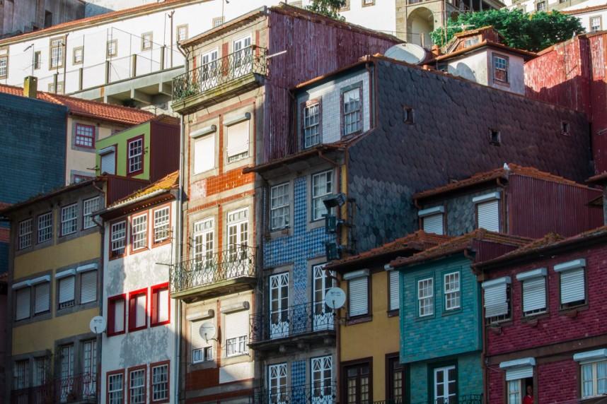 Zoom sur les façades de maisons