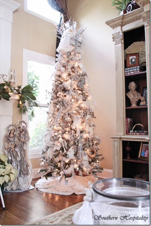 Merry Christmas! A White and Silver Christmas Tree - Southern - beautiful decorated christmas trees