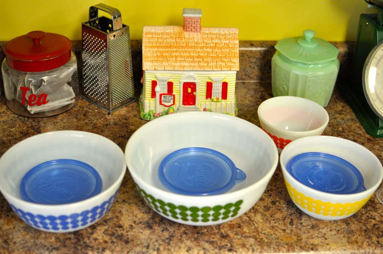 How To Display Bowls Confessions Of A Pyrex Hoarder Part 1 Why Pyrex And How