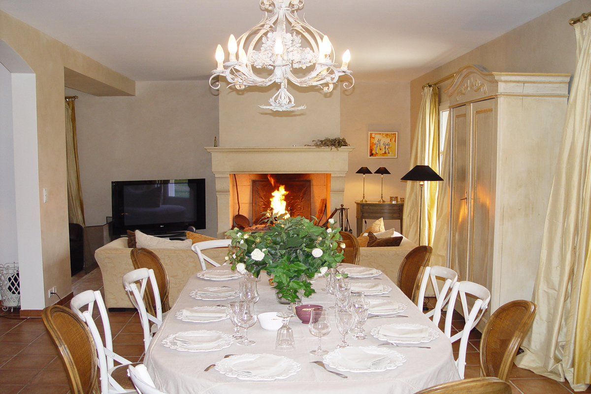 Home Salon Nimes Provence Luxury Holiday Home With Pool To Rent Near Uzes