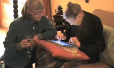 Le regalan un iPad en su 100 cumpleaños