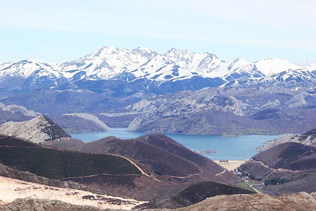 Presa de Vegamián desde Pico Cueto Boñar