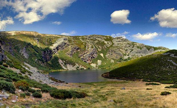 Lago Truchillas en La Cabrera