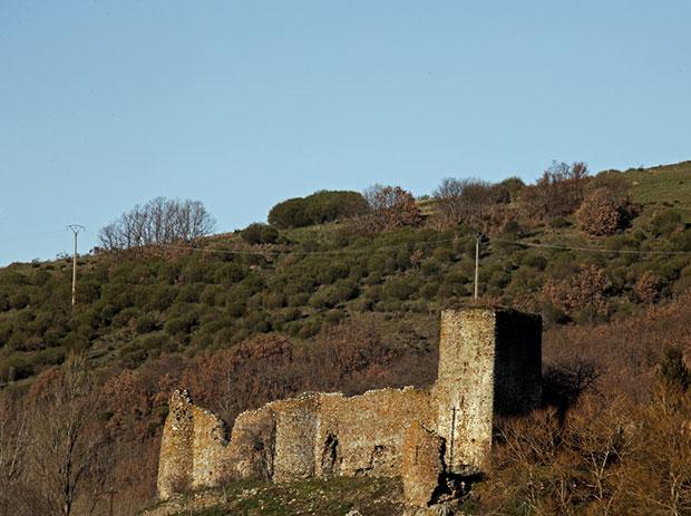 Castillo de Benal en las Omañas (León)