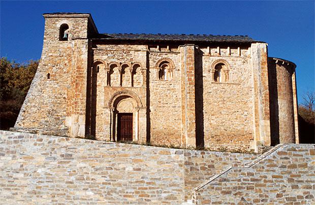 Iglesia de San Miguel en Corullón (El Bierzo - León)