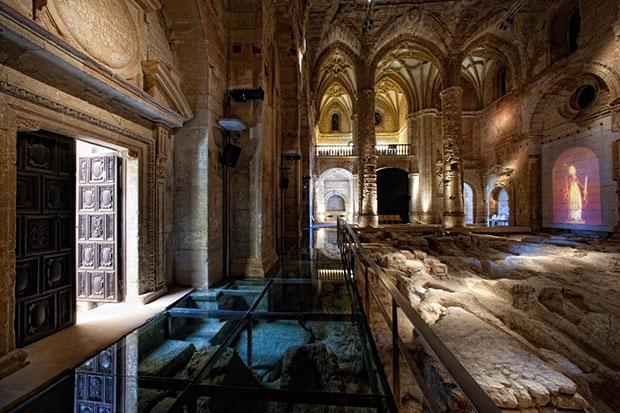Interior de la Fortaleza de la Mota en Alcalá la Real (Jaén)