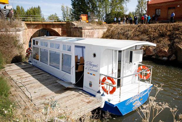 El Marqués de la Ensenada en una de las esclusas del Canal de Castilla